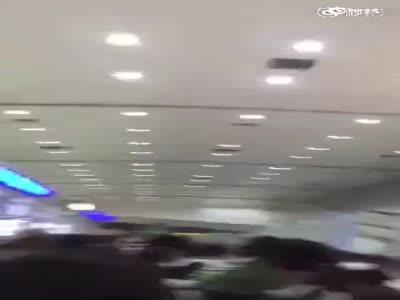 网曝越南边检扣中国游客护照 收小费才放行