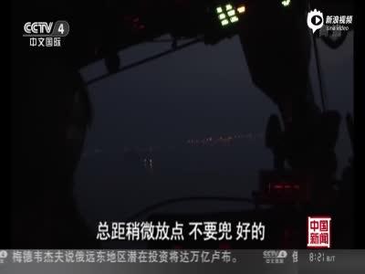 现场:军机遇海上超低空悬停险情 距海面仅3.5米
