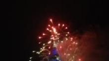 2013,台北101煙火~法國團隊弄的冷光低煙,還好~[围观][围观][围观](来自拍客手机客户端 下载地址:http://video.sina.com.cn/app/sinapaike.html)