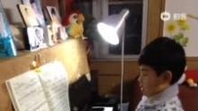 纯纯学钢琴——《拜厄钢琴基础教程 96》(来自拍客手机客户端 下载地址:http://video.sina.com.cn/app/sinapaike.html)