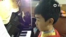 纯纯学钢琴--《车尔尼14》(来自拍客手机客户端 下载地址:http://video.sina.com.cn/app/sinapaike.html)