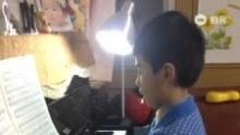 纯纯学钢琴--《车尔尼15》(来自拍客手机客户端 下载地址:http://video.sina.com.cn/app/sinapaike.html)