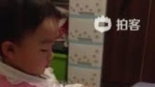 D503的视频!满屋子捣乱!搬出N多书在番[围观](来自拍客手机客户端 下载地址:http://video.sina.com.cn/app/sinapaike.html)