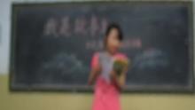 """寻找超级丁丁迷""""我是故事王""""全国挑战赛:来自河南南召县向东小学的孟露讲述《丁丁历险记》的故事,快来看看吧!活动专题及投票地址:http://baby.sina.com.cn/z/tintin/index.shtml。"""