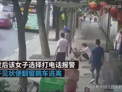十堰一男子公交车上袭胸后跳窗逃跑,已被警方抓获