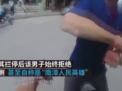 """醉驾男子被查自称是""""人民英雄"""",交警:到时候再说"""
