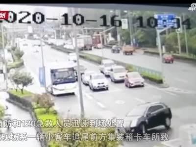 宝山一小客车猛撞集卡 司机不幸身亡