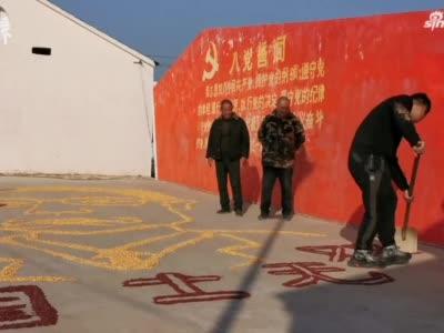 商丘小伙用玉米和红豆画出钟南山画像