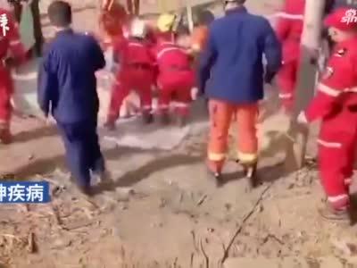 河南新乡两村民坠入20米深机井 皆患有精神疾病