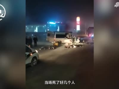 安阳一客车与大货车相撞后致6死5伤 周边商户:疑似客车闯红灯所致