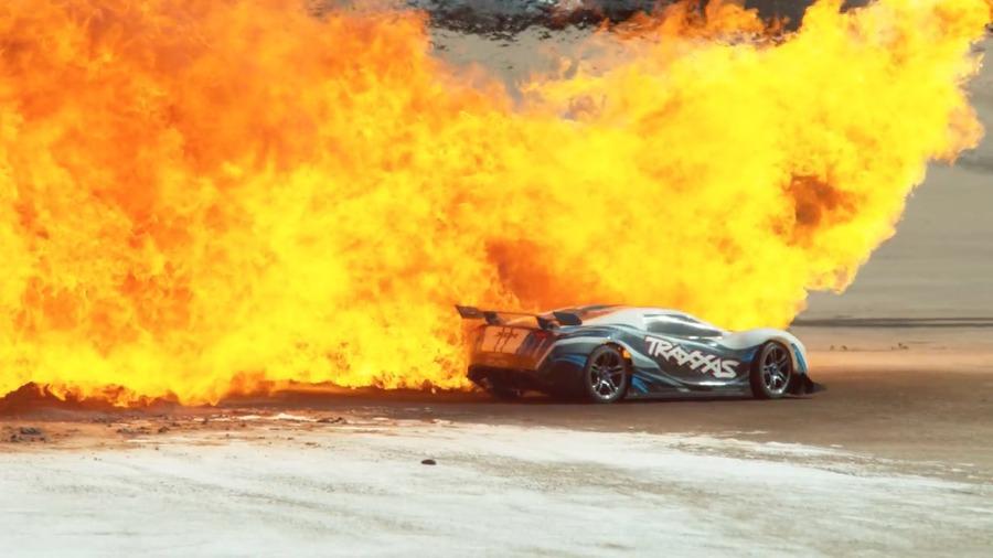 1000fps慢镜头的超高速玩具车 画面火爆堪比