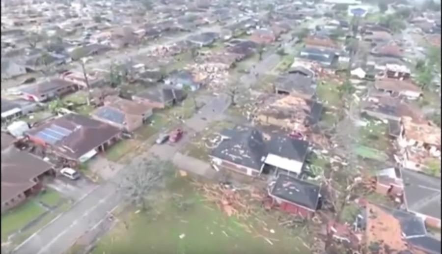 航拍:龙卷风袭击美国新奥尔良 房屋受损严重