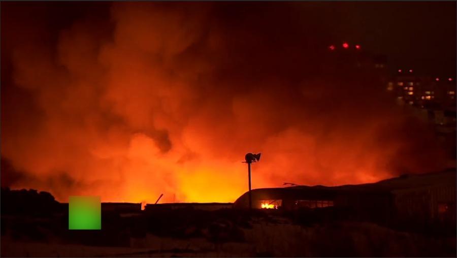 莫斯科附近小镇市场起火 近4000平方米被大火吞